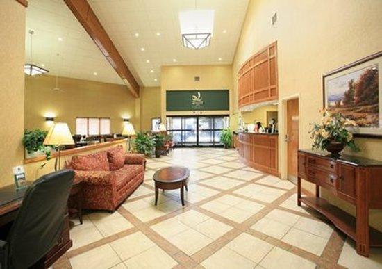 Quality Inn of Louisville East: Hotel Lobby