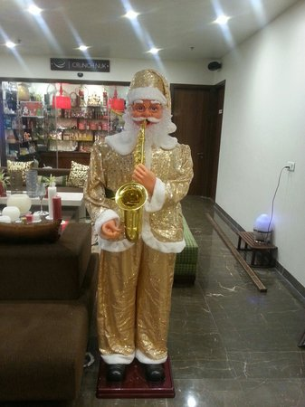 Avaas Lifestyle Hotel: Santa at avaas