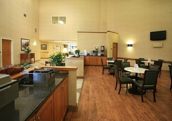 Quality Inn of Louisville East: Breakfast Area
