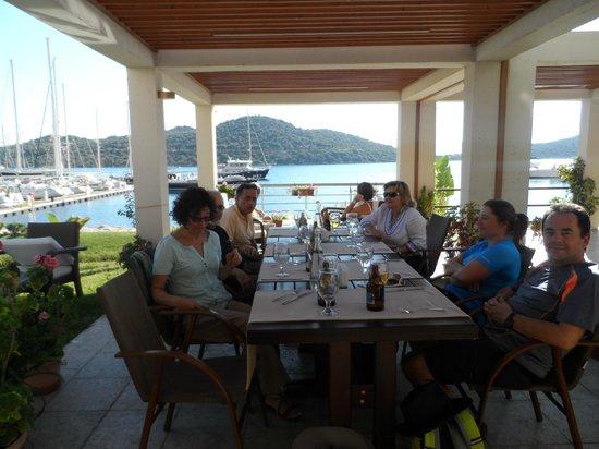 Vati Cafe Bistro: Nice place to enjoy friends