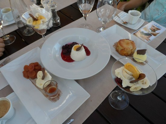 Vati Cafe Bistro: Wonderful desserts