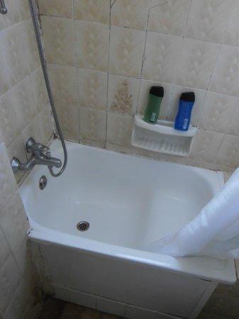 Cactus Hotel: Kleine Wanne in der Dusche erfordert Akrobatik