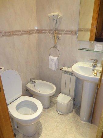 Hotel Mediodia: Baño