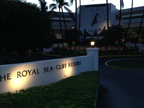 Wyndham Royal Sea Cliff: front entrance