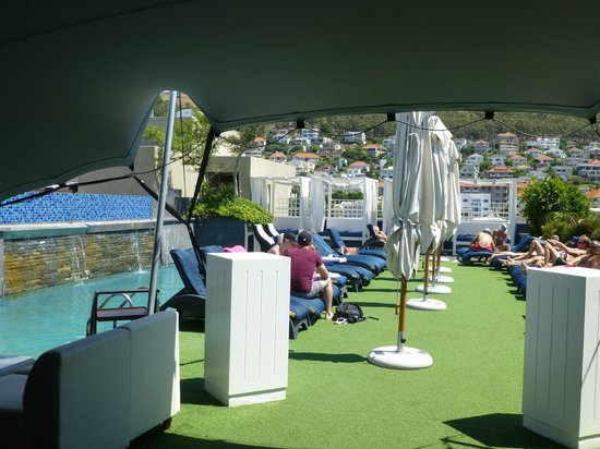 Cape Royale Luxury Hotel : Pool deck in the Skybar