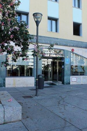 Eurostars Astoria: Вход в отель