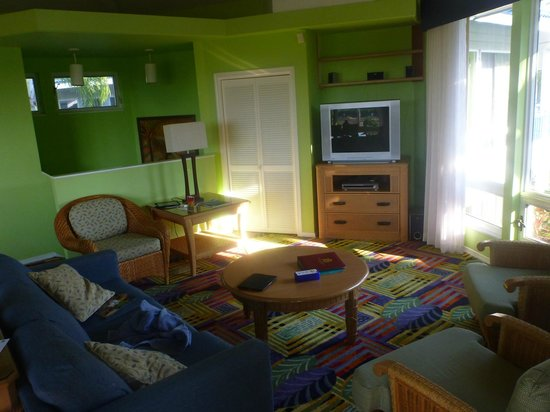 Holua Resort at The Mauna Loa Village: living room