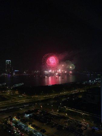 Mandarin Oriental, Hong Kong: die beste aussicht auf das sylvesterfeuerwerk bieten die hafenzimmer