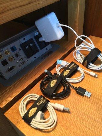 Mandarin Oriental, Hong Kong: sehr aufmerksam - selbst meine kabel wurden jeden tag sorgfältig zusammengebunden!