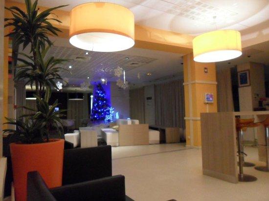 Ibis Styles Lille Centre Gare Beffroi: Salon dans la réception
