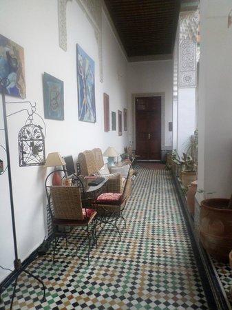 Riad Al Bartal: Balcon intérieur