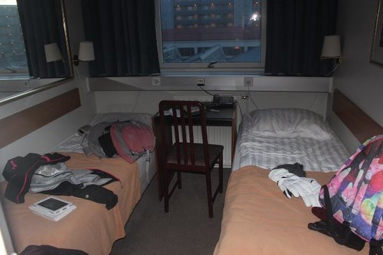Hotel Cabin: Our 'double' room!