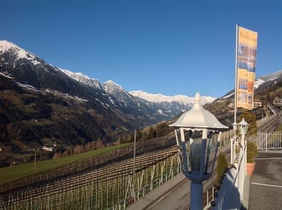 Wellnesshotel Grafenstein: Panoramica dal terrazzo dell'albergo