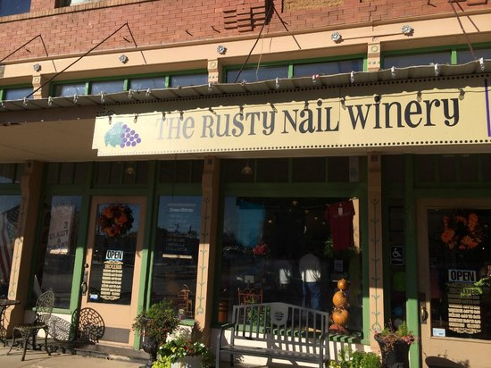 Rusty Nail Winery : Outside view.