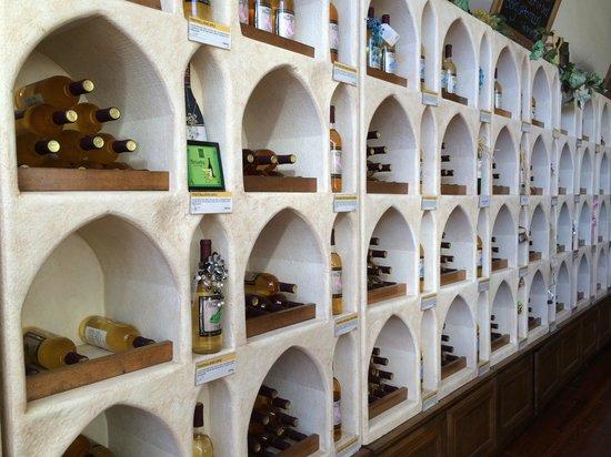 Rusty Nail Winery: Wine display