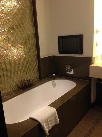 Crowne Plaza London - Battersea : Beautiful Bathroom