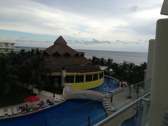 Azul Beach Resort Sensatori Mexico : bit of a cloudy day but not for long!