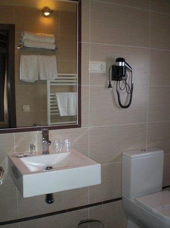 inkijk in badkamer - Picture of Hotel El Cierzo de Javalambre ...