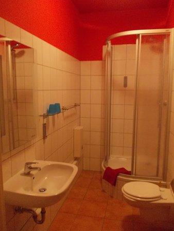 Hotel Kurfurst Dresden: Bathroom