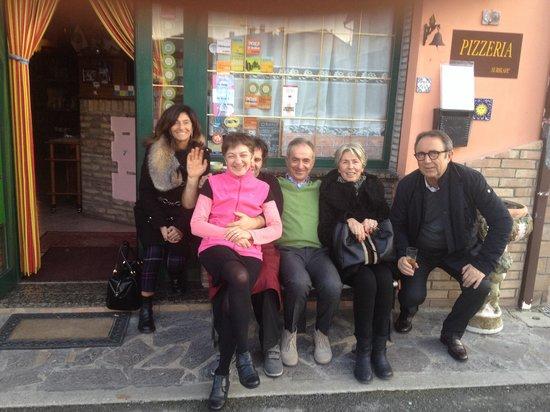 Ristorante Le Contrade: Foto finale: Marinella e Stefano Catrani & C.  con Marcello e Norina, i due grandi CHEF del Rist