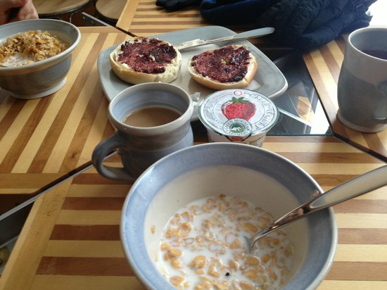 A Stone Wall Inn: Breakfast selections- homemade jam and all locally sourced food!