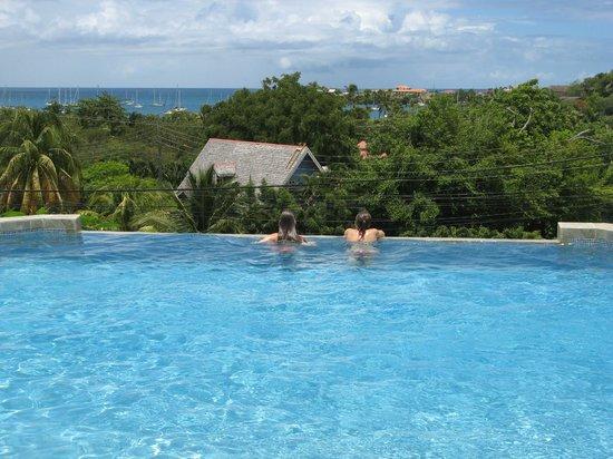 Casabella Bed & Breakfast: Moment détente à la piscine