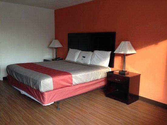 Motel 6 Leesville: king room