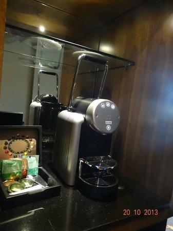 Hotel Golden Tulip Amsterdam West: N espresso Machine