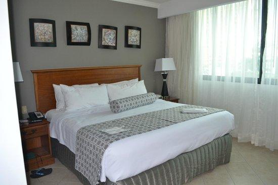 Crowne Plaza Panama: Habitación suite