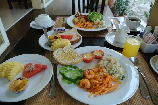 The Front Village Hotel: breakfast