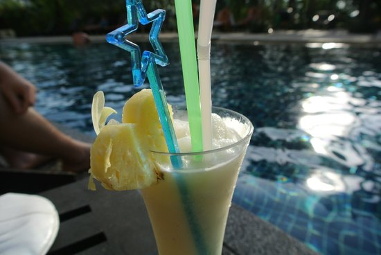 The Front Village Hotel: lovely pina colada