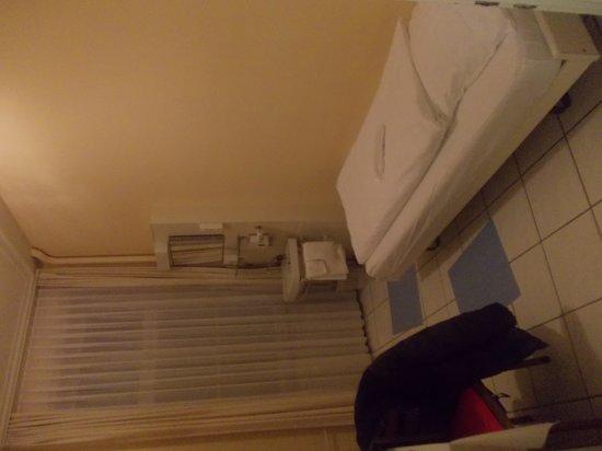 Hotel Stadthof: bed in single room
