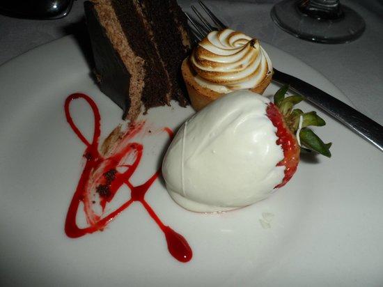 CaboRey Luxury Dinner Cruise: postre de la cena