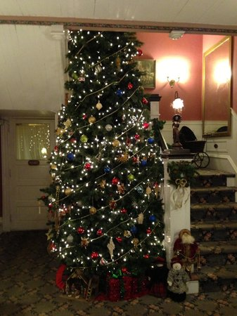 The Dormer House: Christmas Tree on 2 Floors!