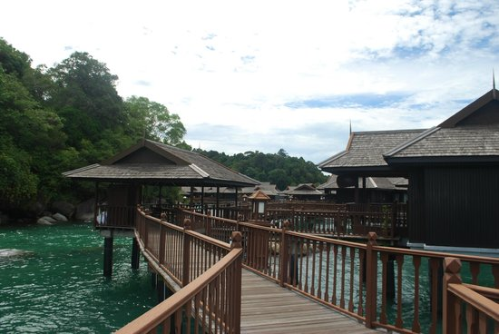 Pangkor Laut Resort : Wooden Walkway that links Sea Villas and Spa to centre of resort