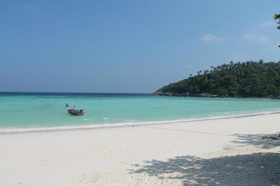 Rayaburi Resort (Racha Island): The hotel bay