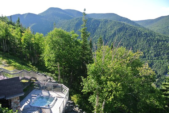 Auberge de montagne des Chic Chocs: View from the dining room, including hot tube