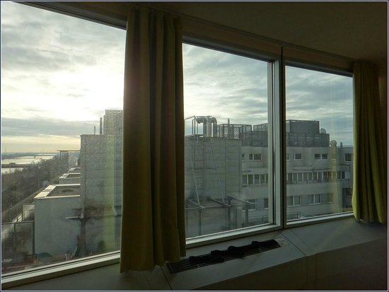 Harry's Home Hotel Wien Millennium Tower: View with Donau