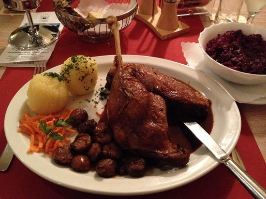 Schwetzingen, Alemania: Roasted goose