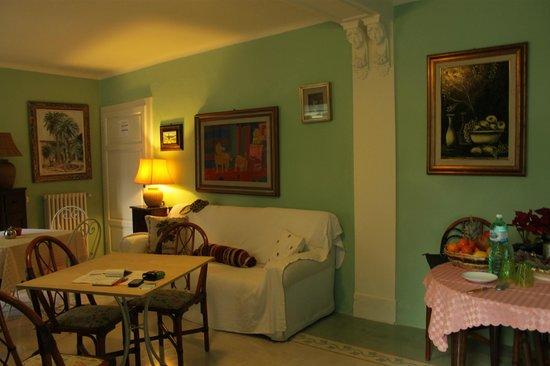 Villa Theresa Bed & Breakfast : Столовая