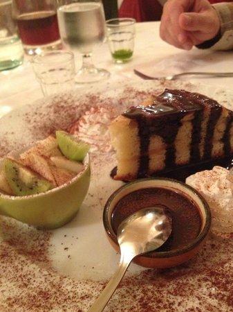 Trattoria Toscana : Apple cake!!