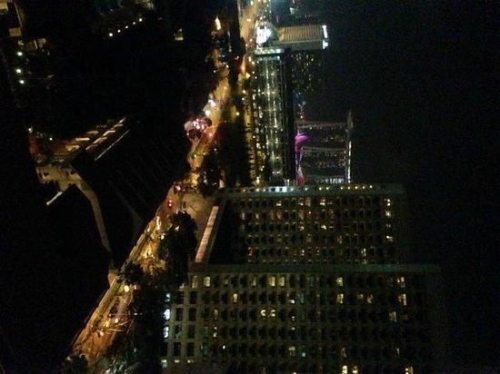 Carlton Hotel Singapore: Room view at night