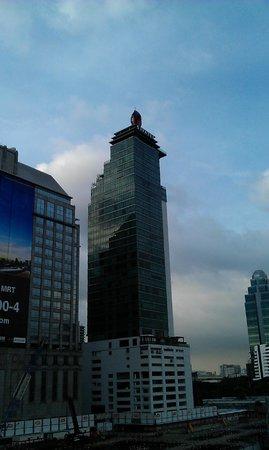 Sivatel Bangkok: Blick auf das Hotel vom Bahnsteig der MRT-Station