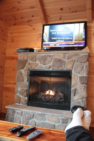 Coblentz Country Cabins: fireplace