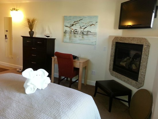 Estero Inn: Morro Suite - with built in fireplace