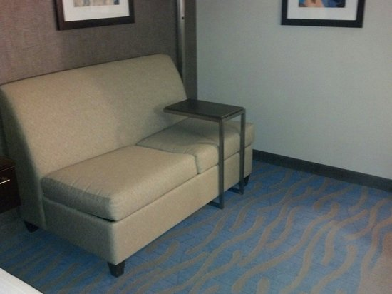 Holiday Inn Express & Suites Dayton South: Couch