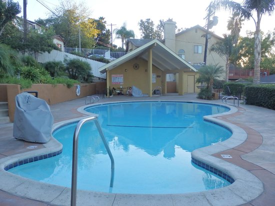 Best Western Woodland Hills Inn: small pool and hot tub