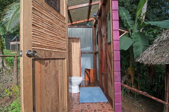 Free Spirit Inn: Bathroom Interior