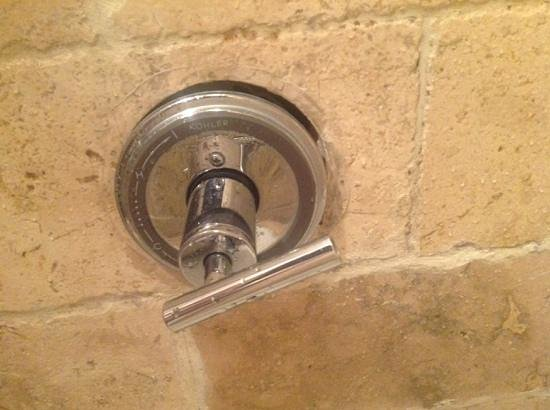 Chesterfield Hotel: tap not on properly
