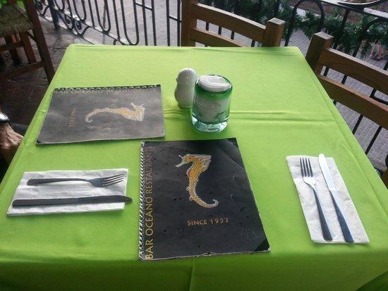 Bar Oceano Tropical: Table with menu